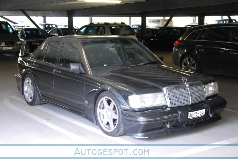 2010 Mercedes Benz 190E photo - 3