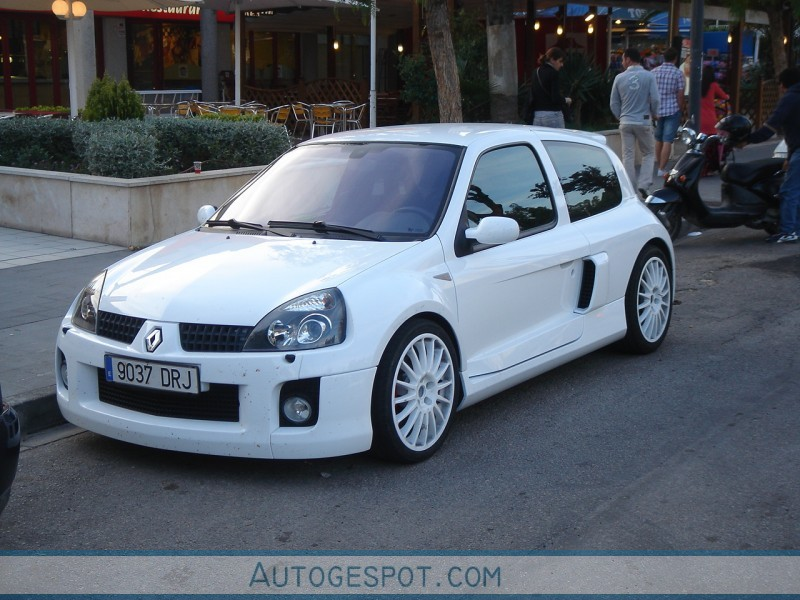 renault clio v6 phase ii 16 mai 2010 autogespot. Black Bedroom Furniture Sets. Home Design Ideas