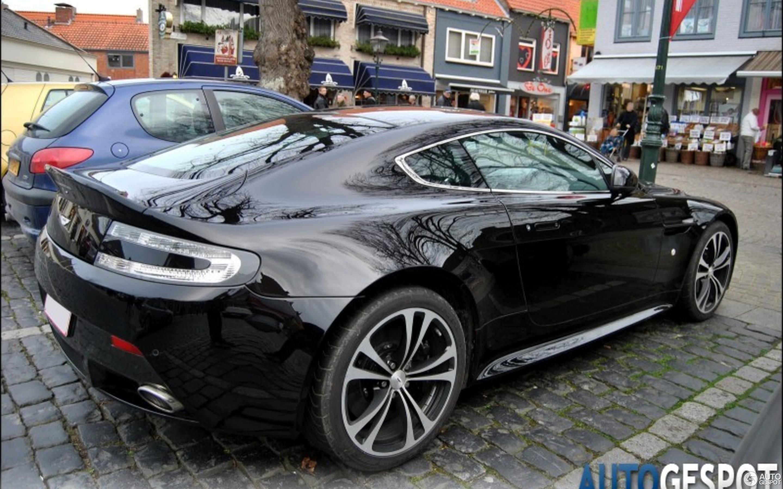 Aston Martin V12 Vantage Carbon Black Edition - 5 November ...